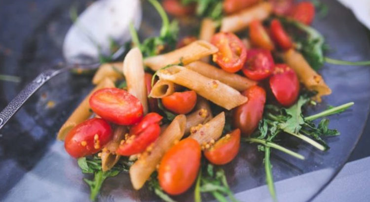 Σαλάτα μεσογειακή με πέννες