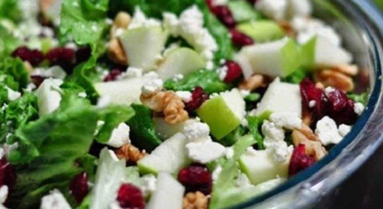 Σαλάτα πράσινη με σταμναγκάθι και ρόδι